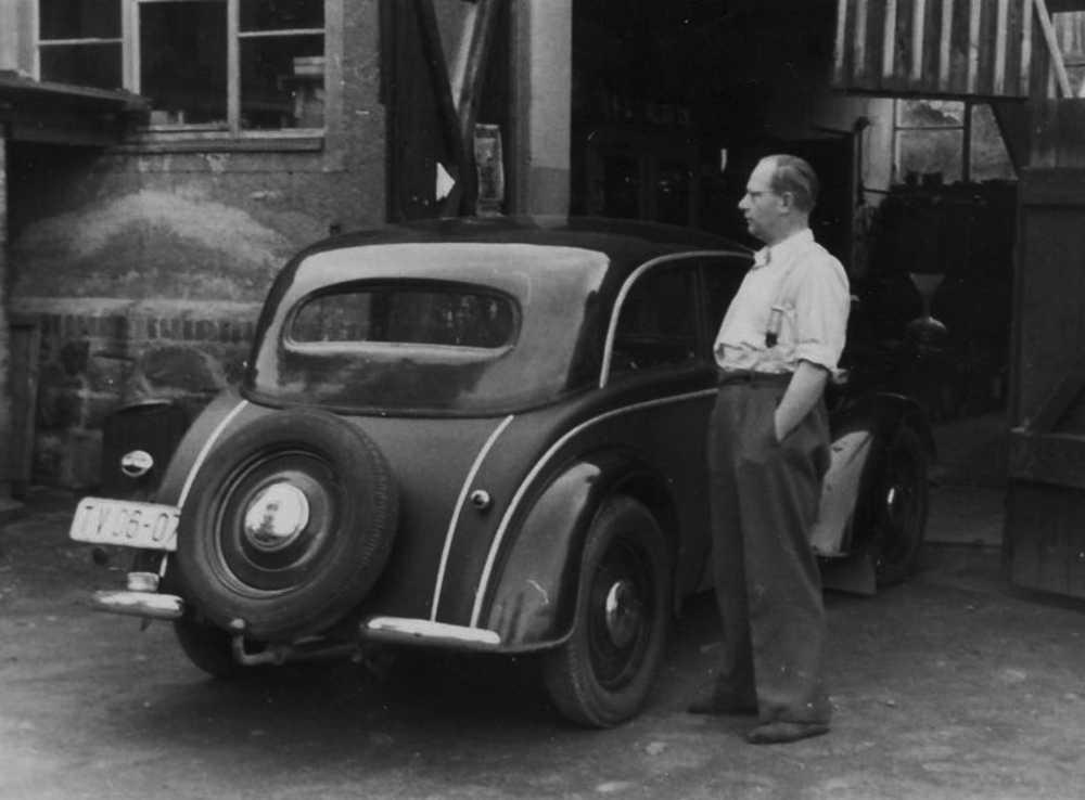 Firmengründer Willy Uuhlig mit seinen DKW.